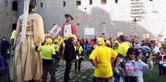 Moment del ball dels gegants dalt del Castell de Torroella de Montgrí   Imatge de Joan Gasull