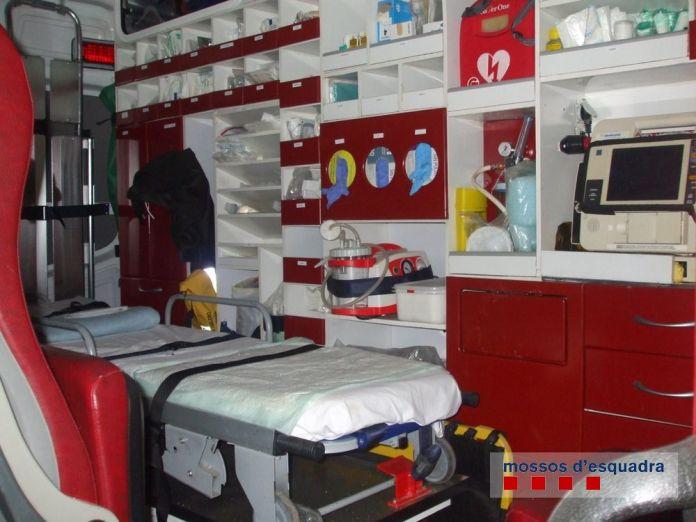 Ambulància afectada pel robatori a La Tallada d'Empordà   Imatge dels Mossos