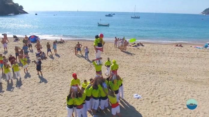 Moment del castell a la Platja del Castell a Palamós | Imatge de l'Associació d'Amics de les Illes Formigues