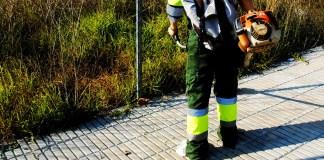 privat:-l'ajuntament-inicia-l'eliminacio-d'herbes-en-voreres-i-estrena-un-nou-producte-amb-base-de-vinagre-pel-tractament-fitosanitari