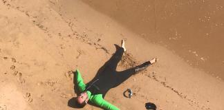 Ariel Schrenck després d'escapar dels taurons a Sant Pol | Imatge cedida a Ràdio Capital