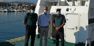 El subdelegat de Girona a l'embarcació Rio Guadalquivir de la Guàrdia Civil al port de Palamós | Imatge de la Subdelegació del Govern a Girona