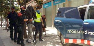 Els Mossos d'Esquadra s'emporten un detingut vinculat a l'assassinat de Jordi Comas | Imatge de l'ACN del dimecres, 25 maig 2016