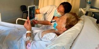 Pacient fent una videotrucada a Palamós Gent Gran | Imatge del SSIBE