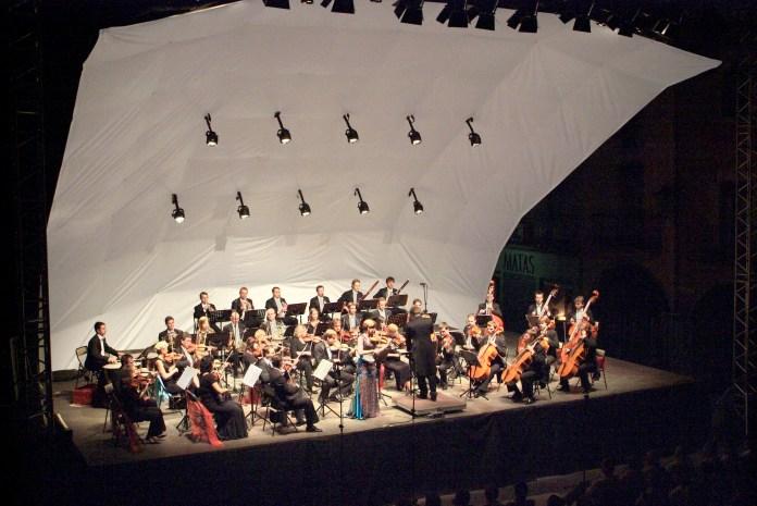 Concert Prague Philharmonia; Jacub Hrusa, director. Obra: L. van Beethoven Simfonia núm. 3, Op. 55 'Heroica'. - © PAU GIRALT-MIRACLE Festival de Torroella 2005.