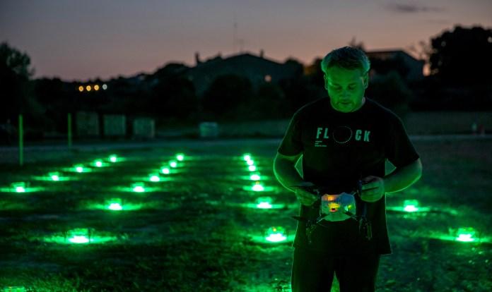 Flock Drone Art, una empresa amb participació d'emprenedors del Baix Empordà fa espectacles de llum amb drones