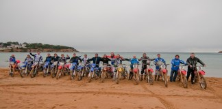 Motoristes a la platja de Sant Pol - Imatge de l'Hotel Barcarola