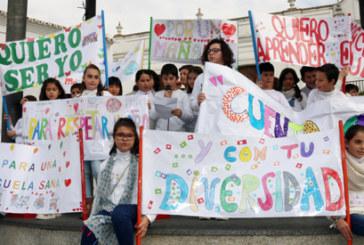 Los escolares cartayeros celebran el Día de la Paz en la Plaza Redonda