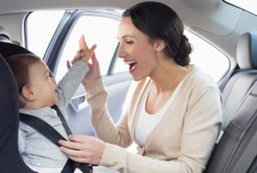 Más de la mitad de los padres ponen en peligro a sus hijos en el coche