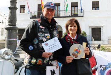 Las vespas toman las calles de Cartaya para celebrar el 600 aniversario del castillo