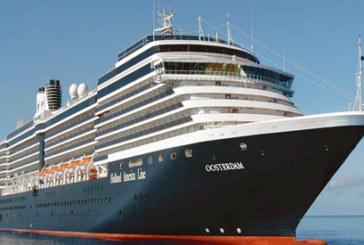 El buque de cruceros Oosterdam recala por primera vez en el Muelle Sur con 1.751 pasajeros
