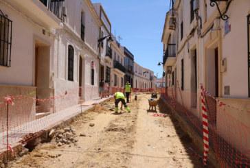 Avanzan las obras de pavimentación y alcantarillado de Corral Concejo y calle Alta