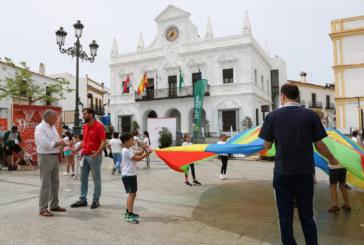 Marea blanca de escolares en favor del deporte y la alimentación saludable en Cartaya