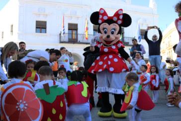 Los desfiles infantiles de carnaval llenan de color y alegría las calles de Cartaya