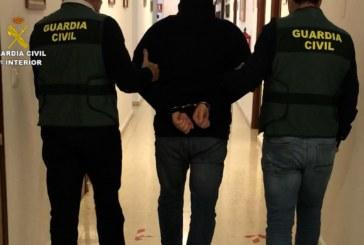 La guardia civil ha detenido a una persona huida de prisión y requisitoriada por varios órganos judiciales  nacionales