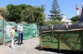 El Ayuntamiento y Puertos realizan las tareas de limpieza y mejora del muelle de El Rompido acordadas por ambas partes en junio