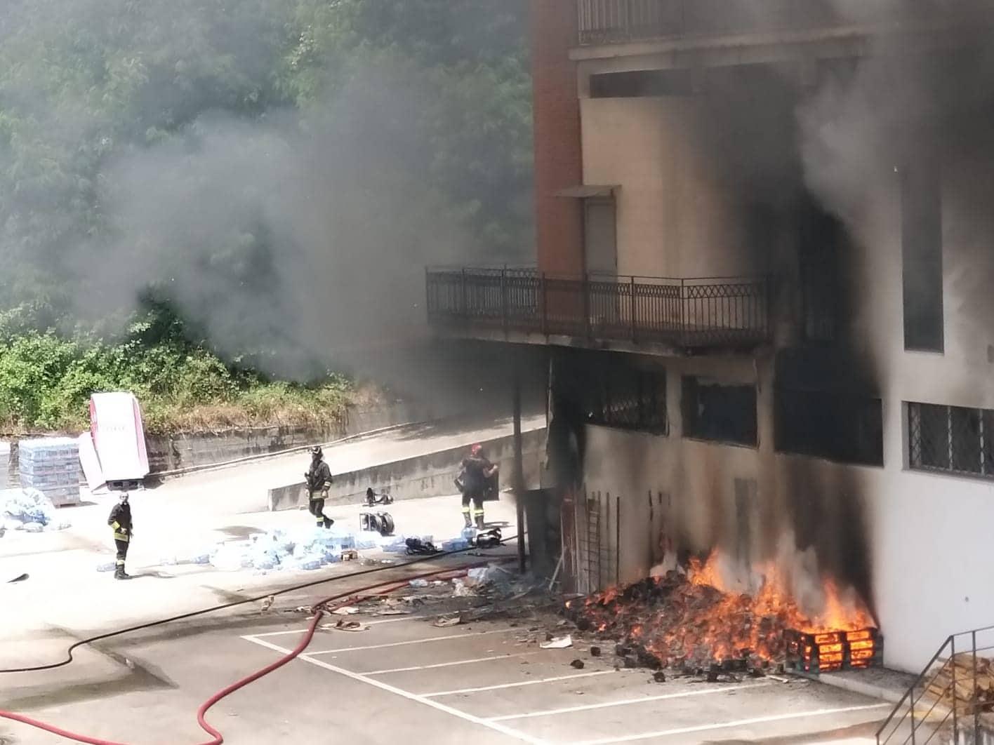 Cassinate Violento Incendio Nel Fabbricato Di Reality