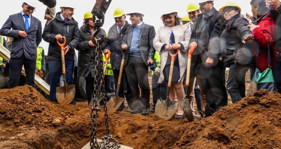 Ancud:  se dio el vamos a ejecución de proyecto de normalización de hospital San Carlos.
