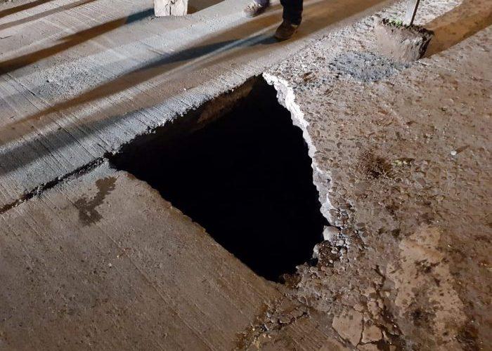 Castro: socavón provocó problema vial en transitada arteria.