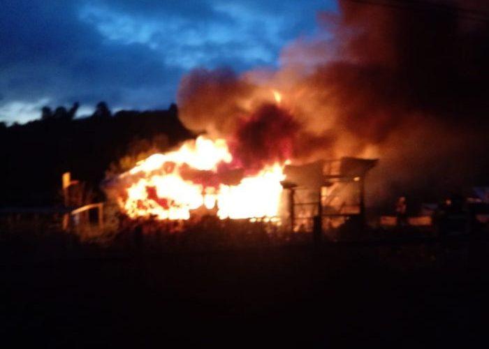 Castro: incendio consumió casa habitación.