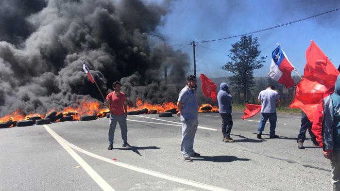 Dalcahue: manifestantes bloquearon carretera en cruce Mocopullli.