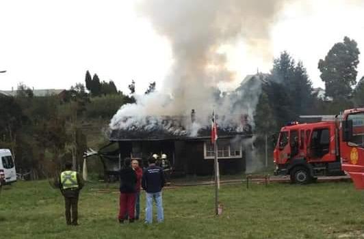 Dalcahue: incendio afectó a un inmueble.