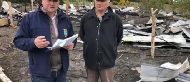Quinchao: incendio consumió tres viviendas.