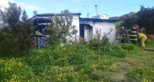 Chonchi: incendio destruyó vivienda y dejó cinco damnificados.