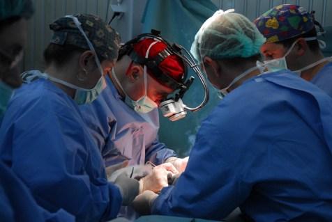 doctor_Lucan_in_operatie