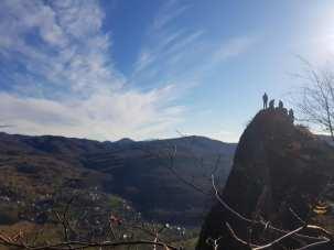 drapel pe munte