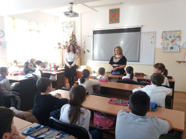 """Liliana Fustanela la """"Omul-Carte"""" la Școala nr.12 B.P.Hasdeu Constanta"""