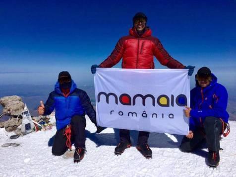 Tricolorul-pe-kilimanjaro-159432
