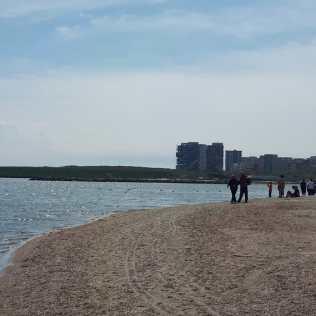 turisti plaja Radio Constanta