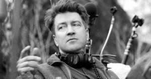 David-Lynch-on-the-set-of-Twin-Peaks