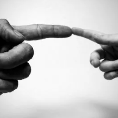 Toccare le persone rende più disponibili