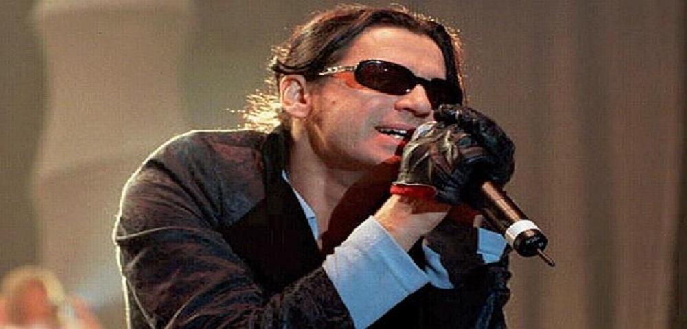 Novembre 1997: oggi veniva trovato morto il cantante Michael Hutcchence leader del gruppo australiano degli INXS.