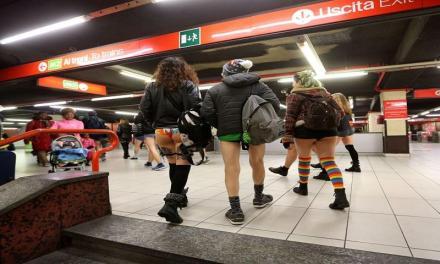 In mutande sulla metro: ecco gli effetti del 'No Pants Day'