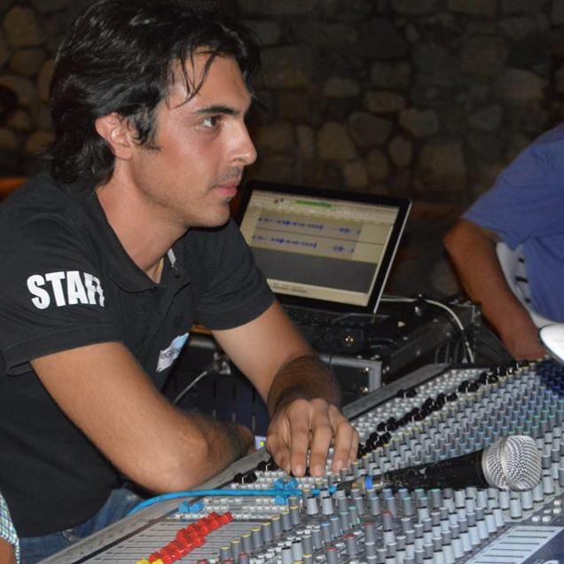 Davide Larosa Staff al mixer audio Radio Gioiosa Marina RGM service audio luci