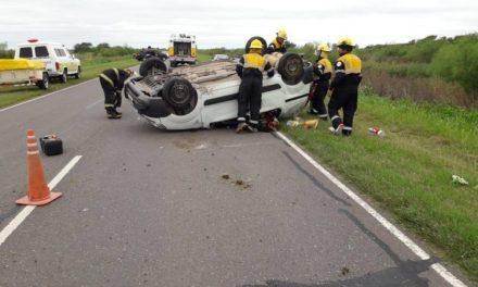 Una familia de Las Parejas se accidentó en la ruta 65
