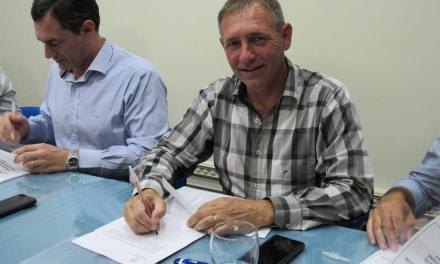 Firmaron el convenio para la pavimentación de 23 calles en Las Parejas