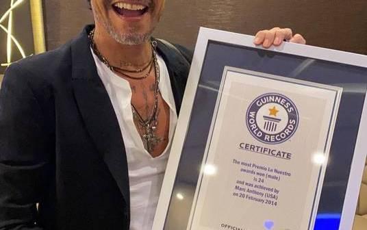 Marc Anthony recibe su tercer título de Guinnes World Records