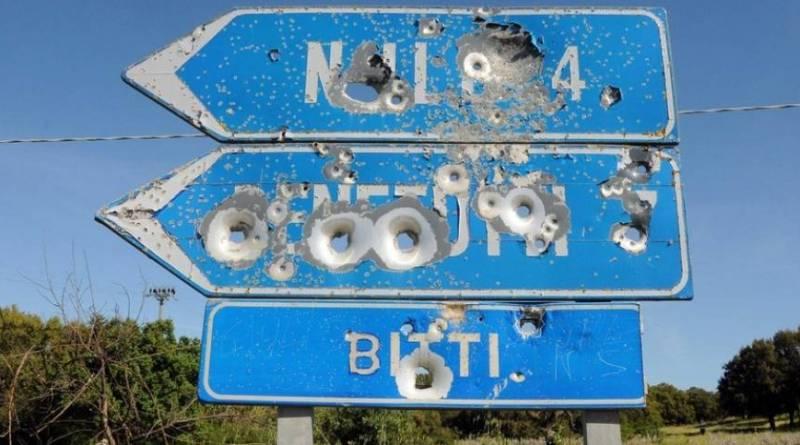cartelli stradali sparati