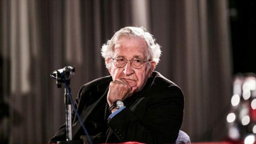 """Noam Chomsky explica qué esconden las """"Ayudas Humanitarias"""" - Noam-Chomsky."""