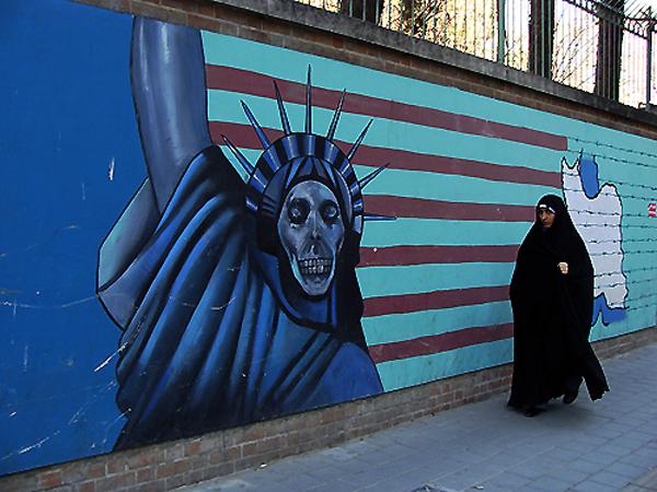 Teología atómica y expansionismo persa - Antigua-embajada-americana-Teherán.-Foto-carlos-de-Urabá