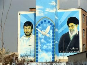 murales dedicados a los mártires-Teherán. Foto carlos de Urabá - murales-dedicados-a-los-mártires-Teherán.-Foto-carlos-de-Urabá