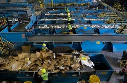 El reciclaje se acumula en EEUU porque China no lo quiere más - 6012580d4f4a42047aeb3ac45bfc8d619a6ba4fb-300x198