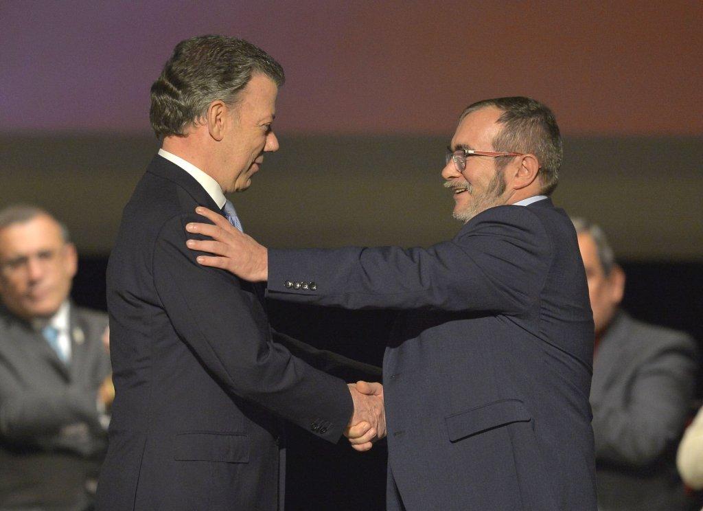 El Acuerdo de la Habana terminó siendo un pacto de cúpulas - timoleón-abraza-a-Santos-1024x744