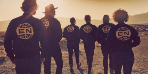 "Gli Arcade Fire pubblicano l'atteso album ""Everything Now"""