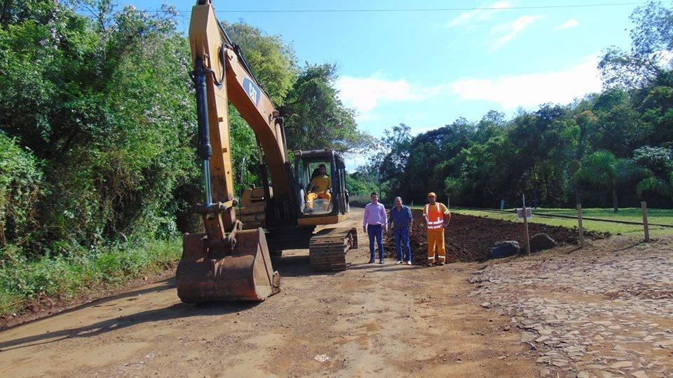 Iniciaram as obras na ERS 165 entre Rolador e Cerro Largo
