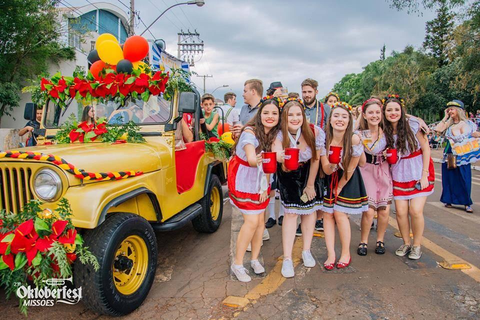 Carreata da alegria marca início da Oktoberfest Missões em Cerro Largo